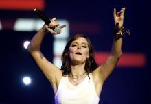 Eva Briegel, Leadsängerin der Band Juli, singt auf dem Münsterplatz (2. Oktober).