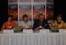 Verbands-Pressesprecher Oliver Franke und Arena-Chef Ralf Bernd Assenmacher stellen die Night of the Jumps vor. (Foto: Fabian Radix)