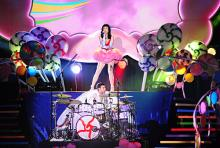 "Ein bunter ""Teenage Dream"" wird auf Katy Perrys ""California-Dreams""-Tour wahr. (Foto: Helmut Löwe)"