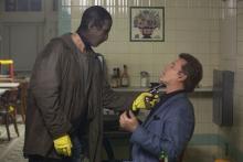 Der Kleingangster Frankie (Scott McNairy) bedroht den Gangster Markie Trattman (Ray Liotta) (Foto: Wild Bunch Germany)