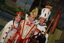 Das Kinderdreigestirn der Session 2013: Jungfrau Caroline, Prinz Moritz I. und Bauer Lucas (v.l.n.r.; Foto: Helmut Löwe)