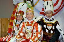 "Das Kinderdreigestirn 2010 v.l.n.r.: ""Jungfrau"" Julia Schulz, ""Prinz"" Yannik Gran, ""Bauer"" Maik Weckwerth"