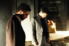 Polyneikes (Renato Schuch) und Eteokles (Carlo Ljubek): streiten sich um die Herrschaft inTheben. (Foto: Sandra Then; Schauspiel Köln)