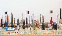 Eine bunte Skyline als Ausstellungsstück im Museum Ludwig © Bodys Isek Kingelez. Foto: Lee M.