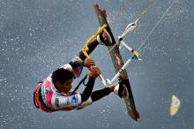 Kitesurfen können Kölner Studenten bei Sportfreizeiten unter anderem in Südfrankreich. (Foto: dapd)
