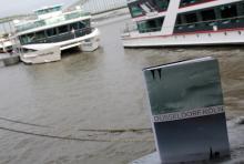 """Der Rhein: verbindet die beiden städtischen """"Rivalen"""" Köln und Düsseldorf. (Foto: Helmut Löwe)"""