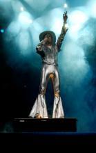 Brings in neuen Outfits Ganz in Silber gekleidet heizten sie dem Publikum ein. (Foto: Ronja Gasper)