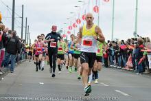 Über die Deutzer Brücke laufen die Sportler des Kölnmarathosn 2013 nur noch einmal.