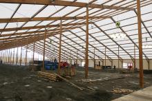 Das Kölschfest kann kommen: Nach neun Tagen Bauzeit ist das Zelt fertig.