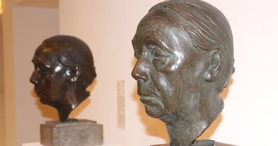 Selbstporträt in Bronze: Der Kopf rechts wurde erst im vorigen Jahr bei einer Auktion in New York entdeckt und günstig ersteigert. Foto: Jürgen Schön