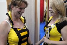 Flotte Bienen im Partnerlook. (Foto: Helmut Löwe)