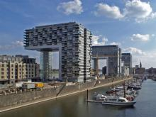 Zählt zu den teuersten Wohnlagen in Köln: Das nördliche Kranhaus am Rheinauhafen. (Foto: Rolf H. /flickr.com)