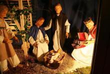 Bei Gaffel fühlt sich der kleine Jesus auch im Pittermännchen wohl. Foto: Jürgen Schön