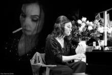 """Ursula Maria Schmitz als """"Das kunstseidene Mädchen"""". Foto: Ramona Zühlke"""