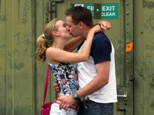 Mit einem Kuss zum Weltrekord: 7.000 Pärchen müssen küssen (Bild: ddp)