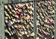 Rund 40.000 Liebesschlösser befinden sich mittlerweile an der Hohenzollernbrücke. (Foto: Bilderbuch Köln)