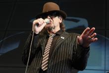 Udo Lindenberg: so wie man ihn kennt - mit Schlapphut und Sonnenbrille. (Foto: dapd)