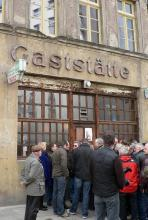 Die Gaststätte Lommerzheim, außen abgeranzt, innen stets brechend voll. (Foto: Helmut Löwe)