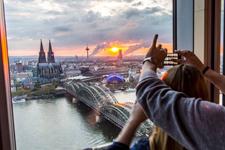 Feiern über den Dächern von Köln (Foto: imago/Tack)