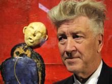 David Lynch vor einer seiner Installationen im Max-Ernst-Museum. (Foto: dapd)