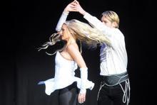 Collette Dunne und Ciaran Maguire: tanzen sich als Liebespaar von Irland nach Amerika. (Foto: Helmut Löwe)