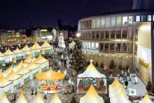 So soll der neue Weihnachtsmarkt am Rheinauhafen aussehen. (Computersimulation)