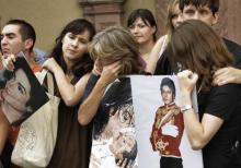 Trauernde Jackson-Fans Übertragung der Trauerfeier auf allen Kanälen (Bild: ddp)