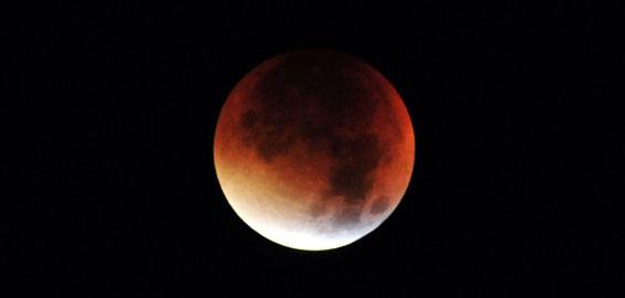 Super Mondfinsternis Am Freitag Mond Und Mars Strahlen In Rot