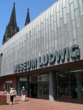 Das Museum Ludwig: Zeitgenössische und moderne Kunst im Schatten des Domes (Foto: Helmut Löwe)