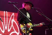 """Neil Young: Der """"ältere Herr"""" holt aus seiner Gitarre alles raus. (Helmut Löwe)"""