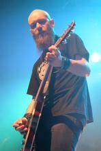 Marshall Gill: ist für den satten Gitarrensound zuständig. (Foto: Helmut Löwe)