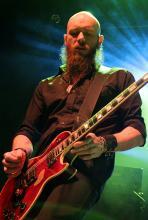 Marshall Gill: sorgt an der Gitarre für viel Druck in den Songs. (Foto: Helmut Löwe)