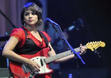 Norah Jones setzte bei ihrem Konzert vermehrt auf E-Gitarren statt Piano. (Foto: ddp)