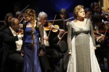 """""""Norma"""" in Köln mit Edita Gruberova (r.) und Regina Richter Foto: Paul Leclaire"""