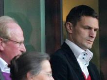 Milivoje Novakovic kann den FC vorerst nur von der Tribüne aus unterstützen. Foto: Rolf Vennenbernd (dpa)