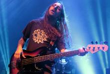 Martin Mendez: sorgt am Bass für den brummenden Hintergrund. (Foto: Helmut Löwe)