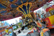 Jahrmarktspaß für den Nachwuchs auf dem Kinderkarussell. (Foto: Helmut Löwe)