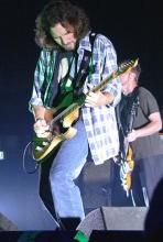 Eddie Vedder: Keine große Show, kein Brimborium - bei Pearl Jam geht's um Musik. (Foto: Helmut Löwe)