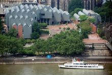 Die Kölner Philharmonie: Klassische Musik in moderner Architektur unmittelbar am Rhein. (Foto: Helmut Löwe)