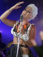 """Sexy und fetzig: Pink beim Videodreh zu """"So What"""". (Foto: Sony BMG)"""