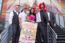 """Die Künstler von """"Köln feiert!"""" posieren zum Pressetermin. (Foto: Lanxess-Arena)"""