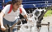 Plitsch. Platsch. Platschpiano! Mit Wasser kann man auch Musik machen. Foto: Odysseum