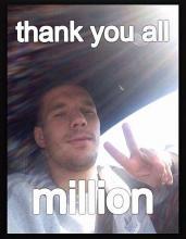 Lukas Podolski freut sich über zwei Millionen Facebook-Fans