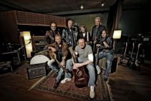 Stefan Raab und die Höhner machen gemeinsame Sache (Foto: EMI Music)
