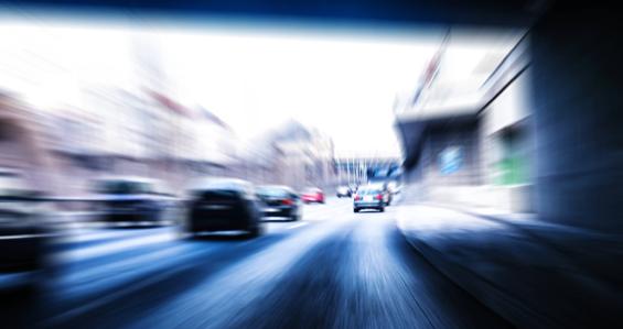 Raser fährt 100 km/h zu schnell - mit Kleinkind im Auto