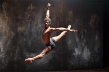 """Tänzer mit Astrahlkörpern sehen Sie bei """"Ballet Revolución"""". (Foto: Sven Creutzmann)"""