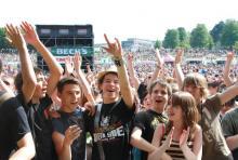 Rheinkultur 2009: über 170.000 Musikfans in den Bonner Rheinauen. (Foto: Helmut Löwe)