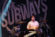 Josh: der ruhige Typ dreht hinterm Schlagzeug richtig auf. (Foto: Helmut Löwe)
