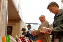 """In Büchern stöbern und Lesungen besuchen können die Kölner bei """"Rheinlesen 2012""""."""