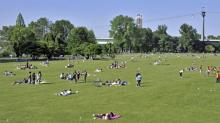 Oase auf der Schäl Sick: Der Rheinpark am Rheinufer Foto: imago/imagebroker